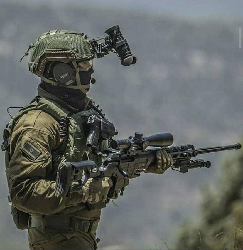 Shayetet 13 operator brandishing his sniper rifle while disguised in combat gear