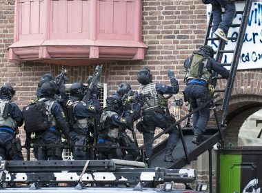 Nationella Insatsstyrkan operators during an intervention at the Libyan embassy in Stockholm in 2011