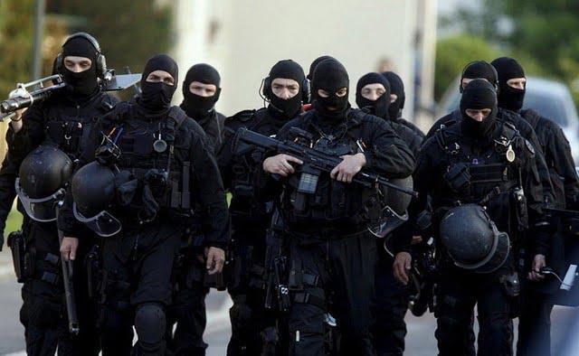 RAID operators brandishing their weapons
