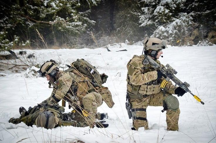 Polish JW GROM operators are using SIG P220 and SIG P226 as their sidearms
