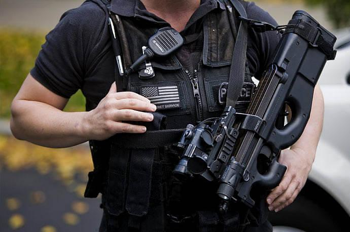 A member of U.S. Secret Service armed with FN P90 submachine gun