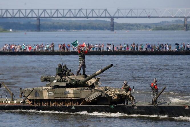 Russia's Deadly T-80 vs. America's M-1 Abrams Tank: Who Wins? 1