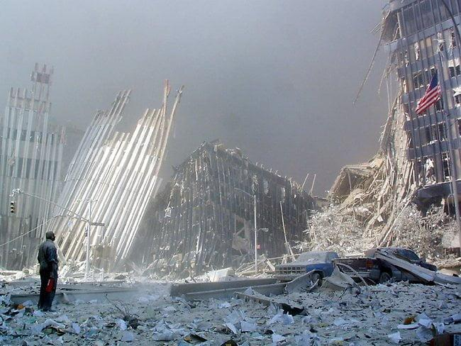 World Trade Centers Ground Zero - 7 pictures of 9/11 that show you why you should never forget