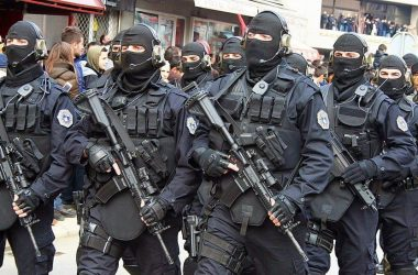 Special Intervention Unit (SIU) operators brandishing their weapons and gear
