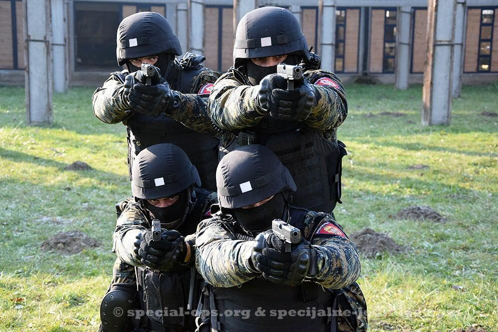 Serbian Gendarmerie operators at the shooting range