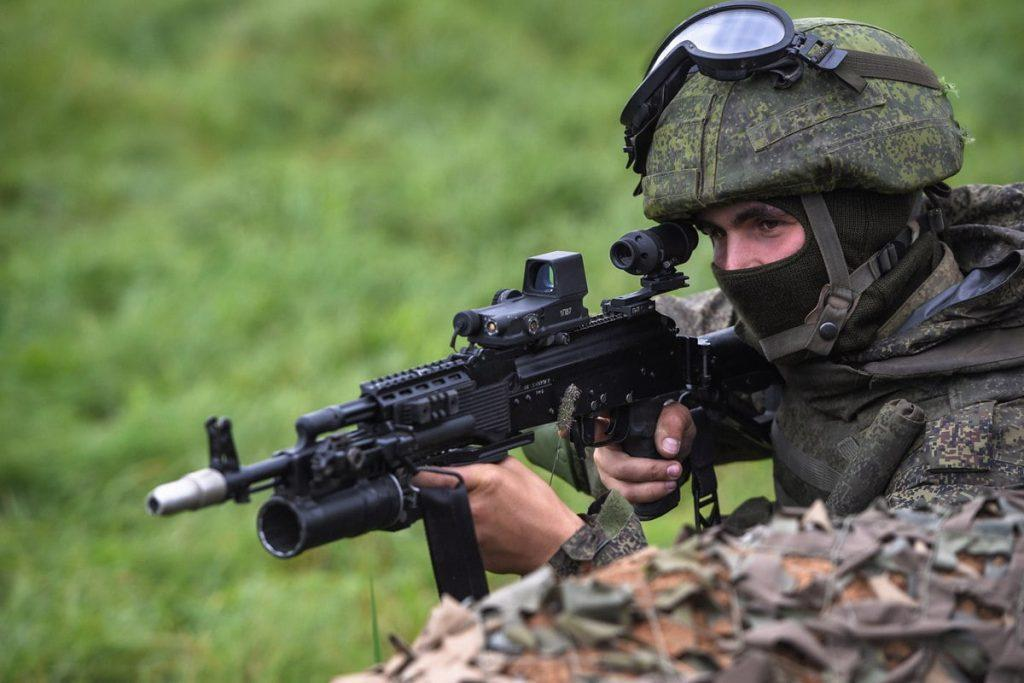 Russian soldier with AK 400 - Spetsnaz To Be Equipped with New Assault Rifle