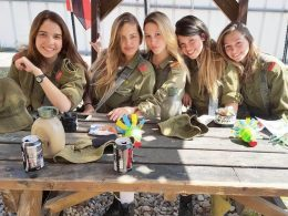 Hottest Weapon: Israeli Female Soldiers Show Off Their Sexy Side
