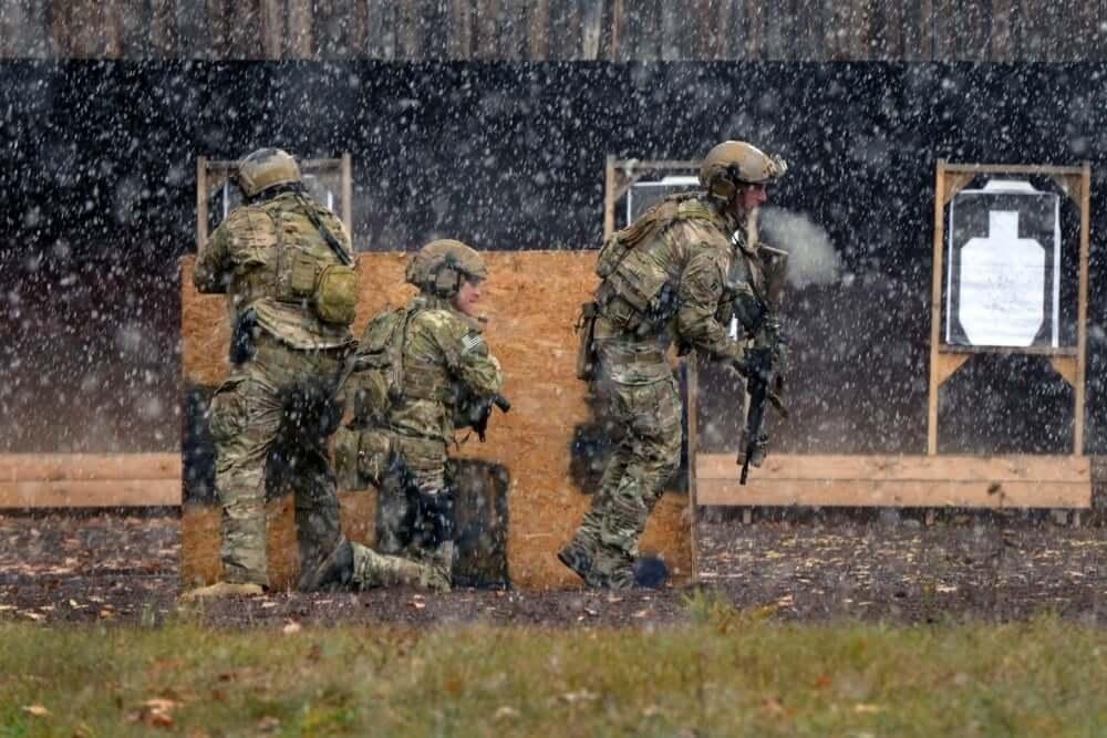 Green berets conduct training at shooting range
