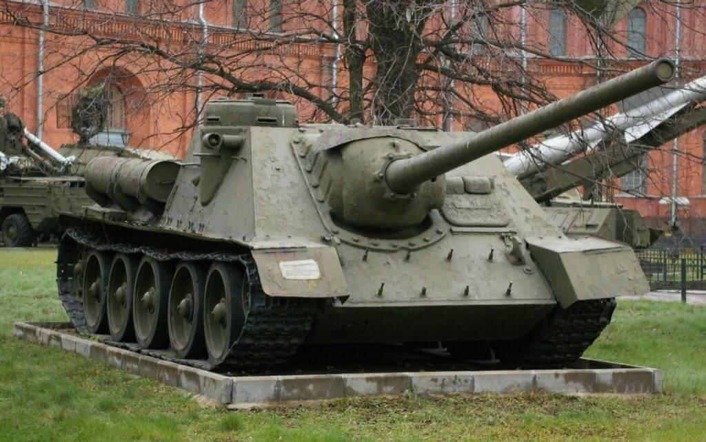 Soviet SU-85 tank destroyers made on SU-34 tank chassis
