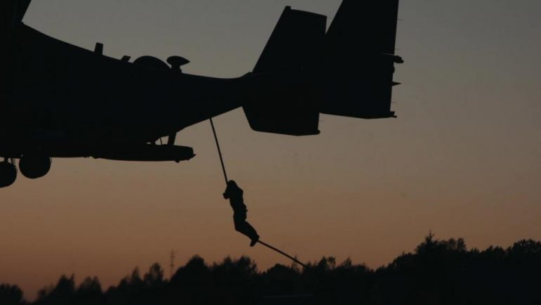 fast rope from osprey 770x434 - US Special Forces Fast-Rope from Ospreys