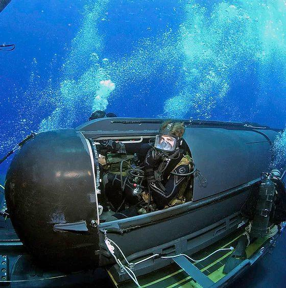 Stealthy SEAL unit SDVT-2 uses submersibles for transportation