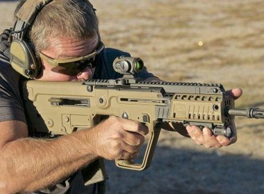 Soldier aim with its IWI Tavor assault rifle