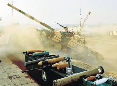 The unusual maneuver of Indian tank T-72M1 scared spectators to death 2020 image