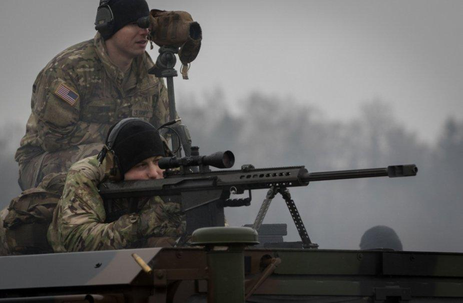 Barrett M82A1 Light Fifty: Sniper and his spotter looking for targets