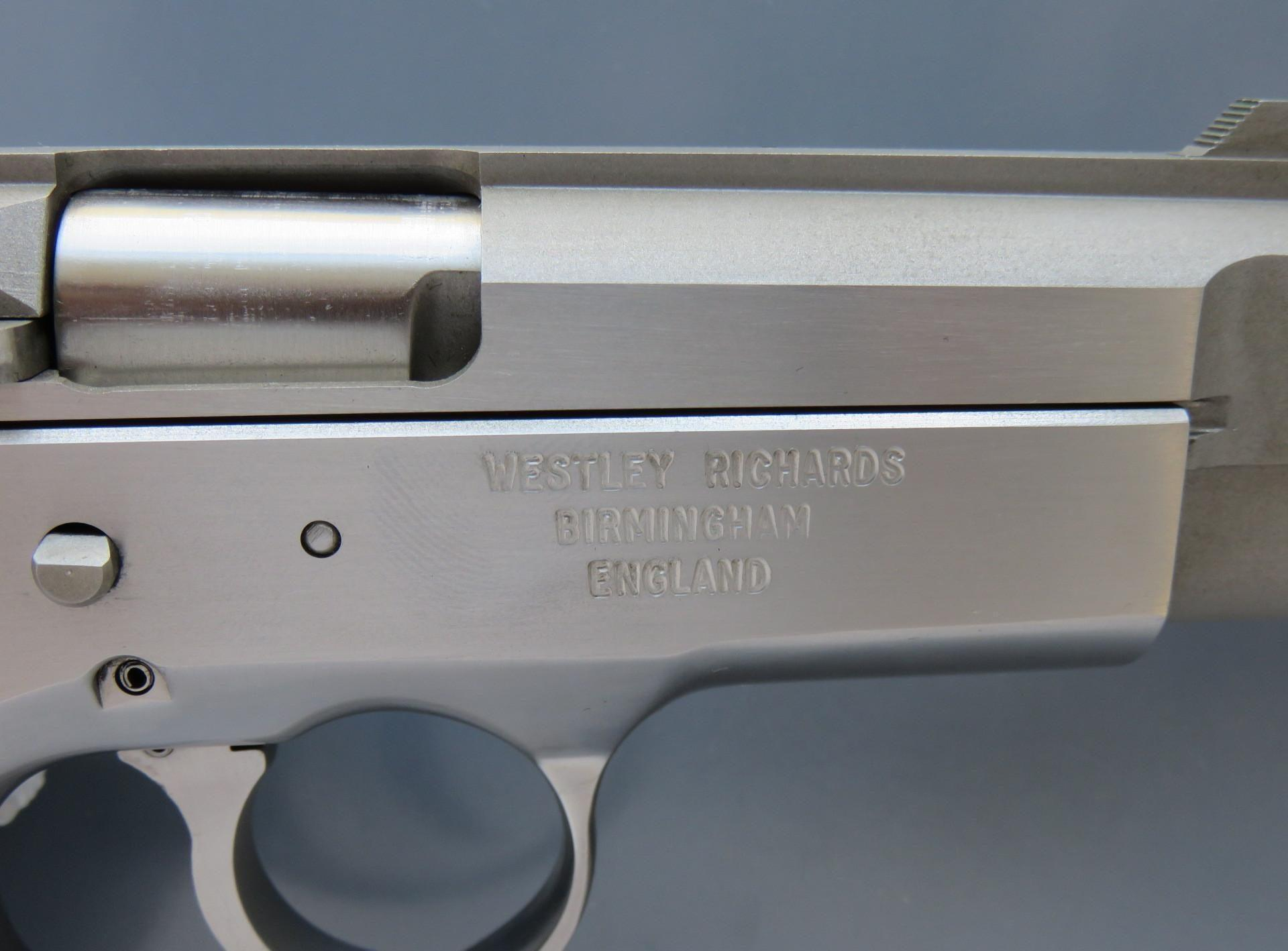JSL Spitfire Mark II is rare pistol chambered in 9 mm Parabellum or 9 x 21 mm IMI