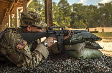 M16A2 US soldier on shooting range