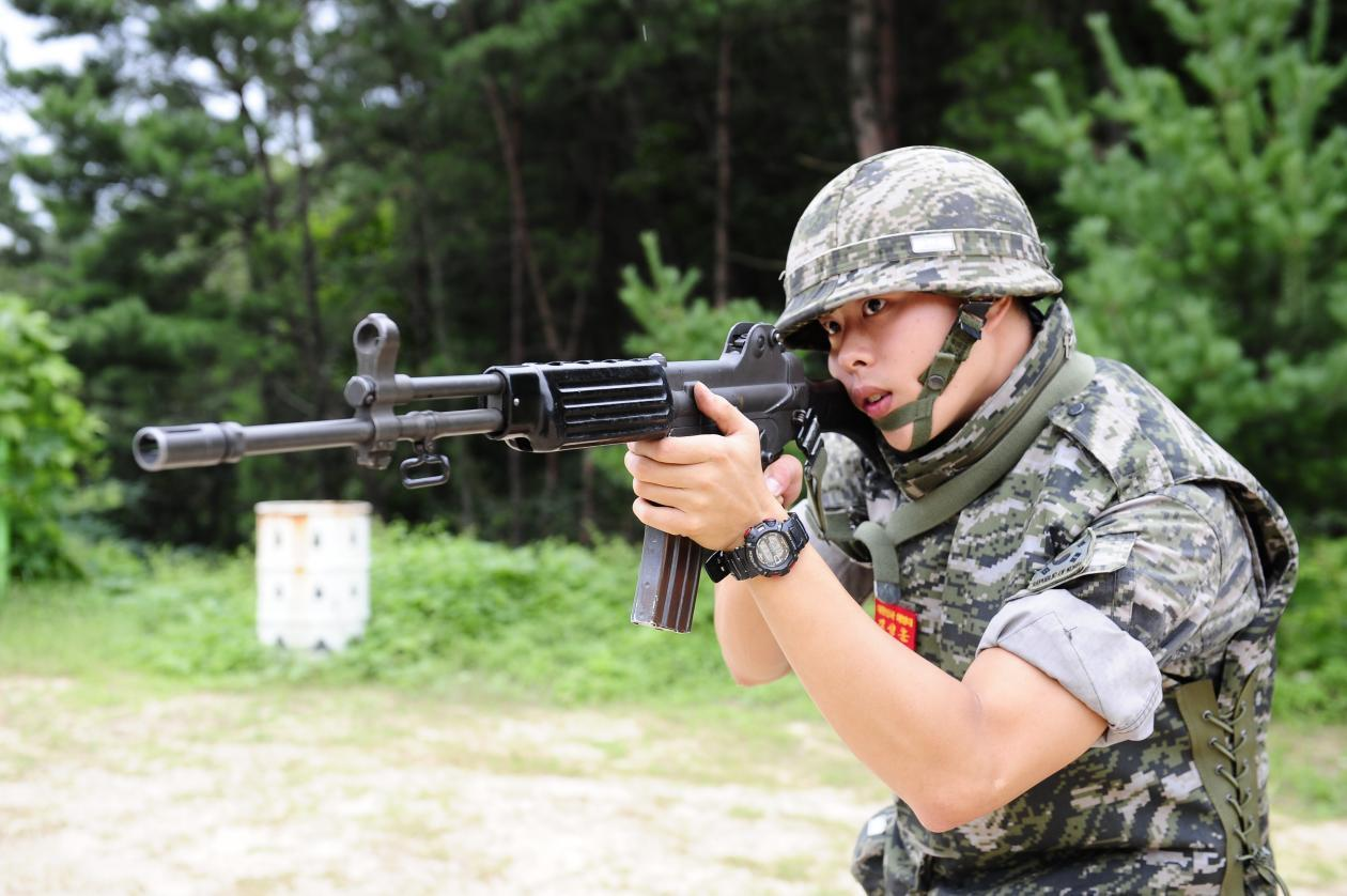 ROK Army soldier takes aim with Daewoo K2 assault rifle