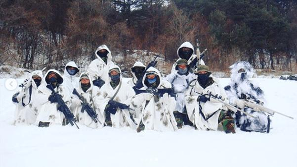 Republic of South Korea - ROK Army Force Recon and sniper team during winter training back in 2010. The spotters are using K2 with M203 attachment and the snipers are using SSG-3000