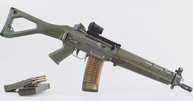 SIG SG 551 assault rifle